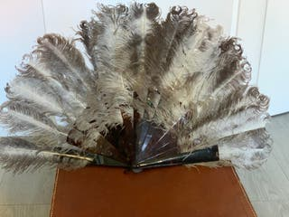 Abanico antiguo de carey y plumas de marabú