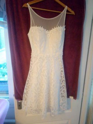 vestido de novia con detalles de perlas