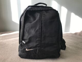 Mochila bandolera negra Nike