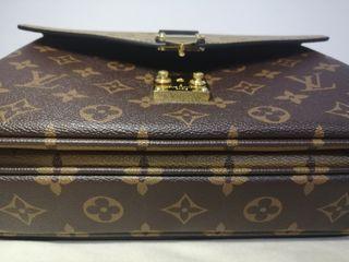 Louis Vuitton Pochette Metis Shoulder Bag