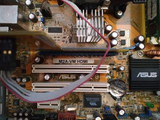 Ordenador PC con placa AMD ATX funcionando