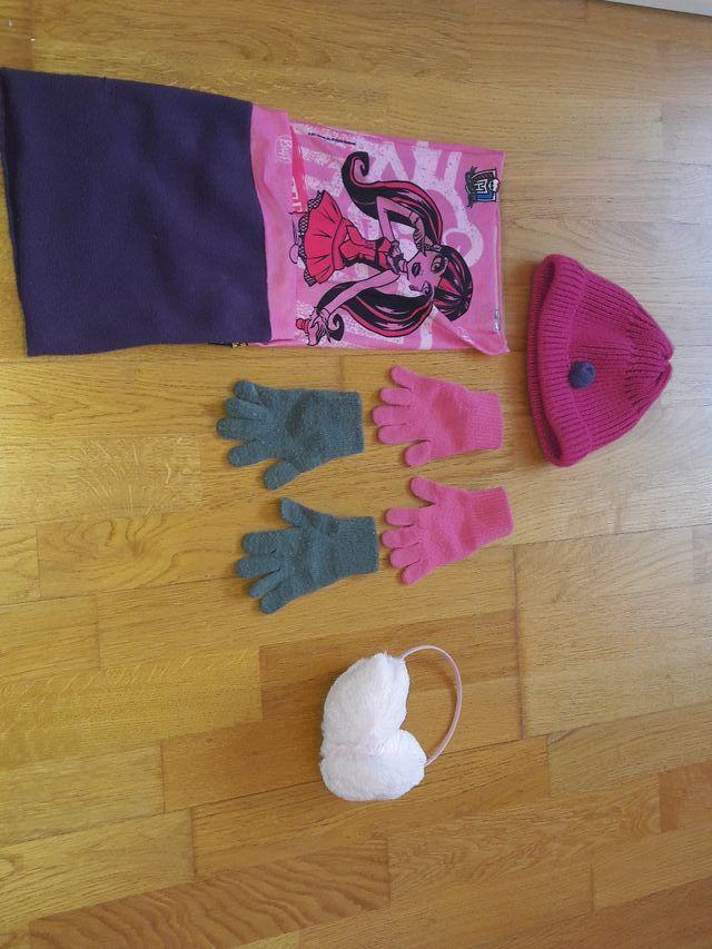 Lote 2 guantes, orejeras, gorro y braga. Talla 1-4