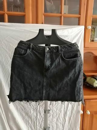 Falda tejana del Primark. Color negro talla 44.