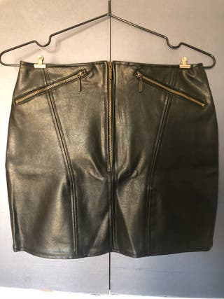 Falda negra simil cuero