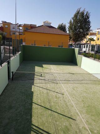 Casa en alquiler con pista de pádel, piscina, buen ambiente urbanización