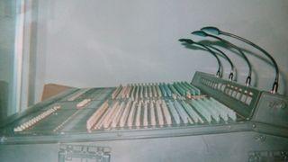Mesa mezclas consola YAMAHA PM2800M 40CH. 14 OUT