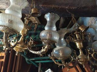 dos lamparas de bronce iguales