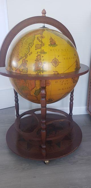 Bola del mundo. Mueble bar