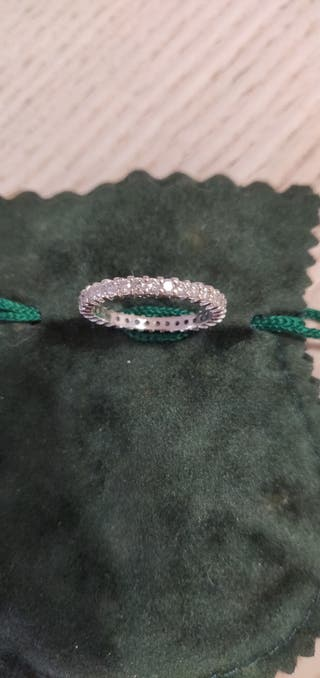Anillo de oro blanco con diamantes