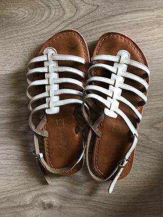 Sandales six pieds trois pouces