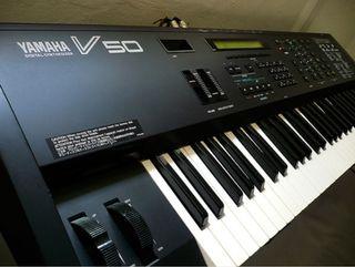 Yamaha V50 sintetizador
