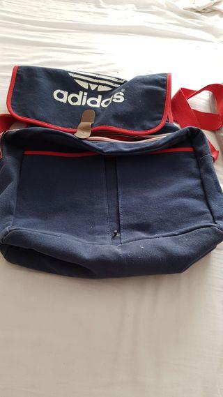 mochila bandolera de Adidas
