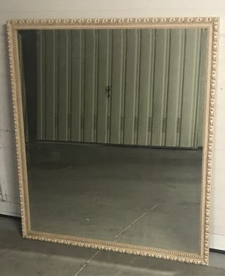 Espejo. 1,12x1,02 m. Muy buen estado