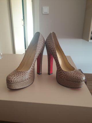 zapatos marca Louboutin