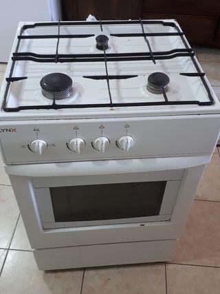 Cocina gas con horno funcionando