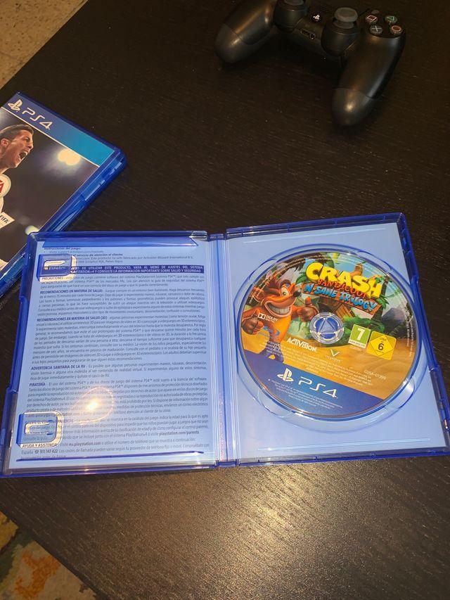 PS4 slim 1 TB mando inalámbrico y 4 juegos