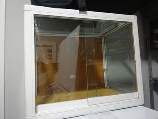 vitrina de 70 x40 de aluminio