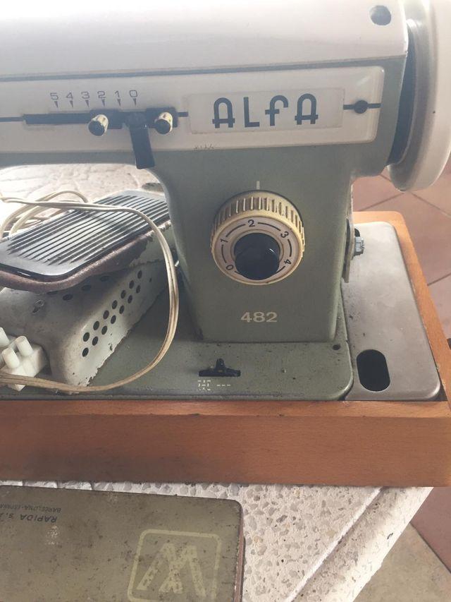 maquina de coser en perfecto estado funciona bien