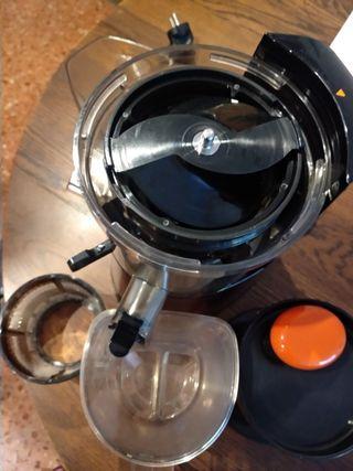 Licuadora HUROM extractor zumos prensado en frío.