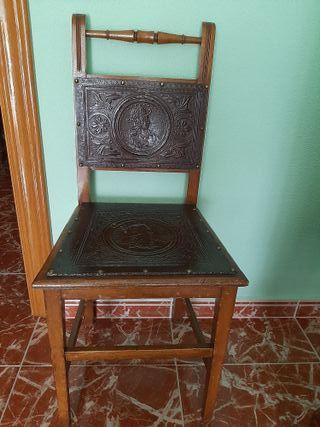 silla antigua de madera.
