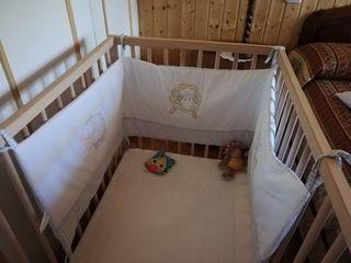 cuna y colchón bebé con ruedas de ikea