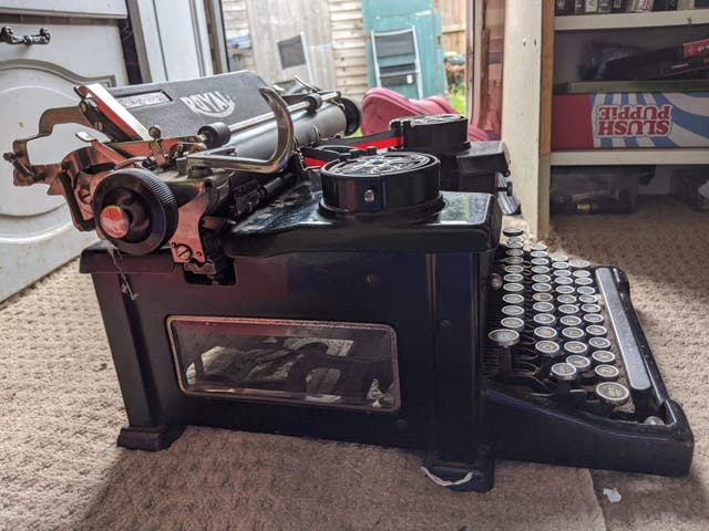 Antique Royal 10 Typewriter 1928
