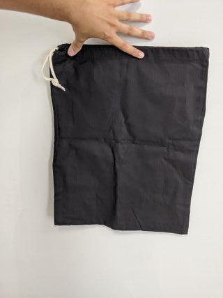 lote de 7 bolsas de tela negra.