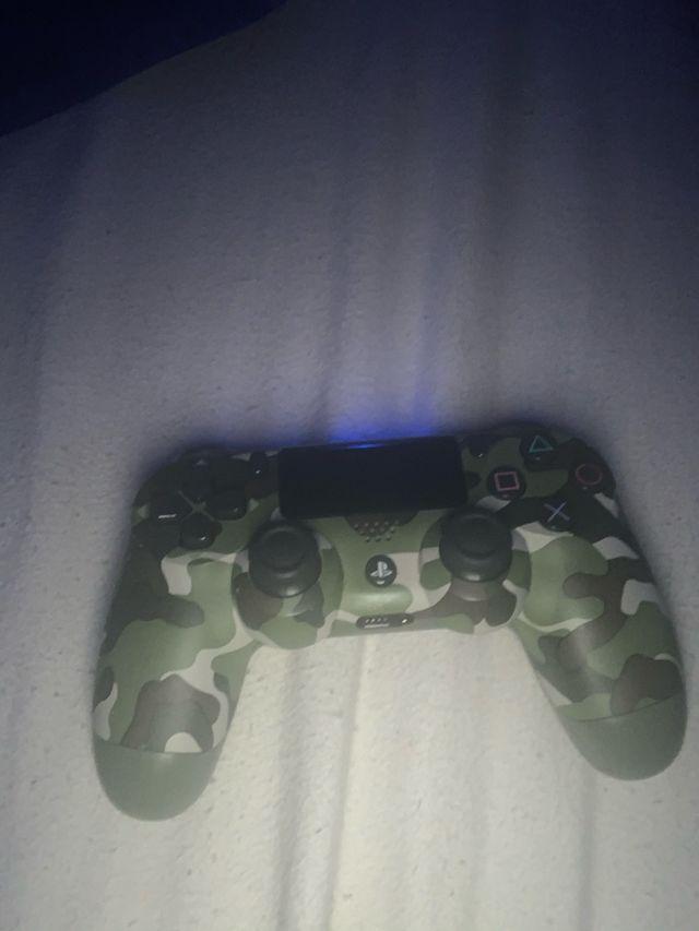 PlayStation original and DualShock 4