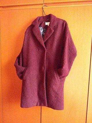 abrigo con poco uso, está nuevo