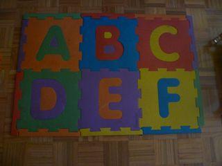 Alfombra puzzle abecedario grande