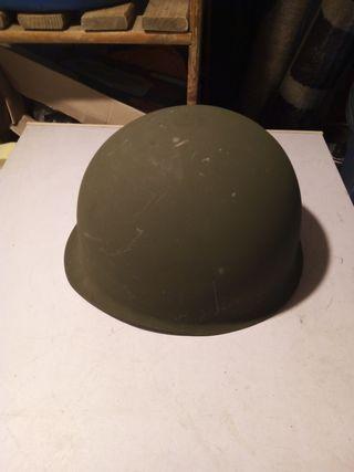 casco de acero militar