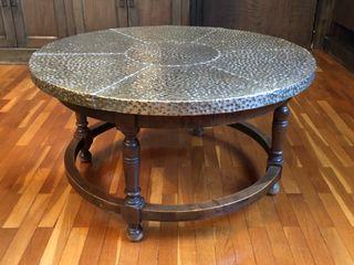 Mesa de centro de cobre y madera
