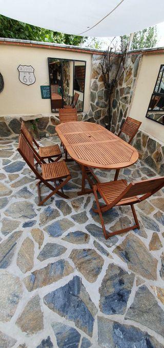 Mesa con sillas de teka