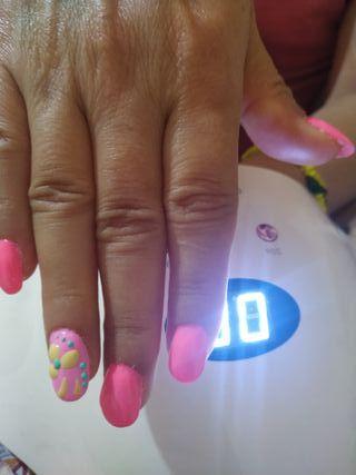Hago preciosas uñas de semipermanentes también de