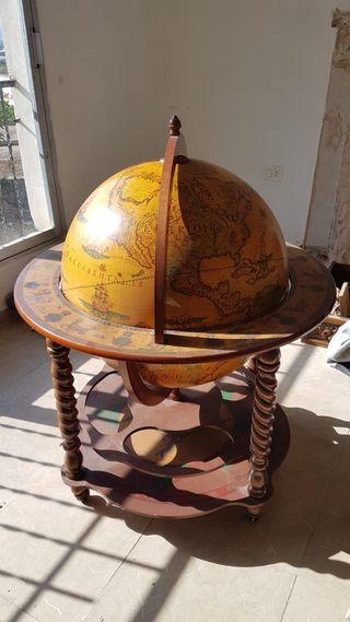 Mueble bola del mundo estilo vintage.