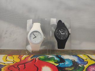dúo de relojes blanco negro ohla
