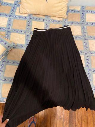 Falda negra plisada