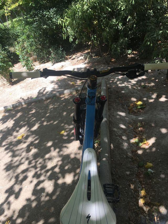 Bici de enduro mondraker
