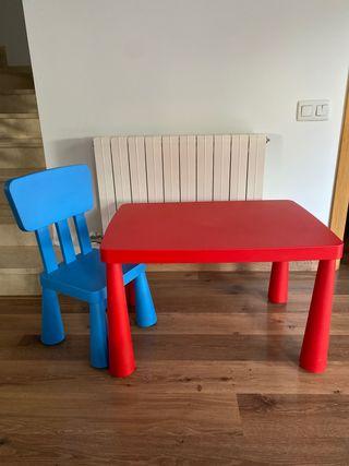 Mesa con silla infantil