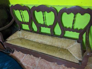Escaño de madera y enea antiguo