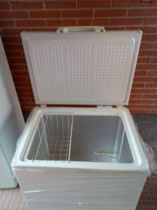 Congelador 80 cm. De ancho por 85 de alto