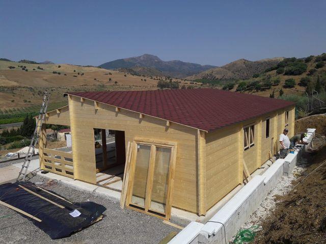 Casas de madera en venta. Montadas y barnizadas en destino (Pizarra, Málaga)