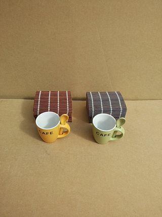 2 tazitas de café con minibaules