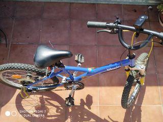 bicicleta y casco niño