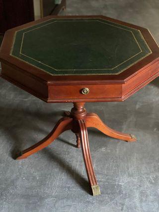 Mesa de madera maciza con piel para juego