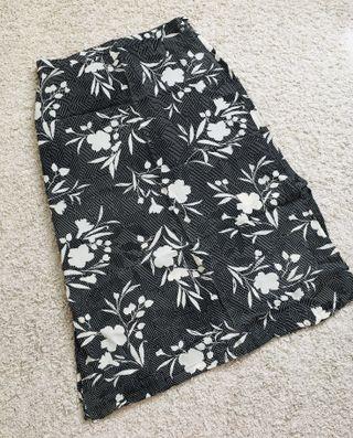 Falda midi negra flores 48/50 verano