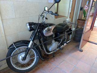vendo moto sanglas del año 1967 precio 10.000 €