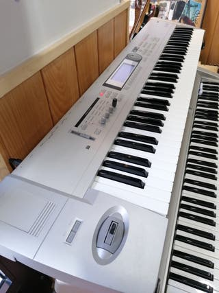 Sintetizador Korg Triton lee 76 piano