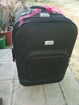 maleta de viaje con dos ruedas