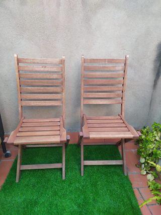 par de sillas de madera plegables
